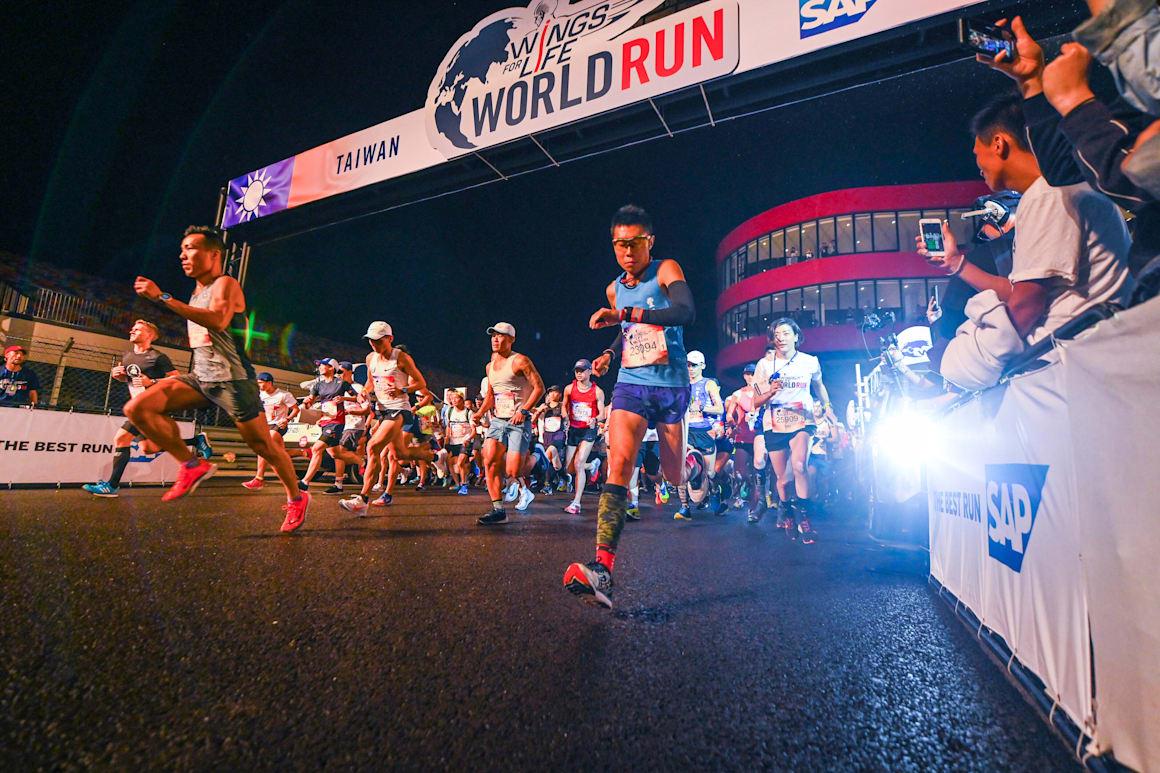 Os participantes começam durante a sexta edição da Wings for Life World Run em Taichung, Taiwan, a 5 de maio de 2019.
