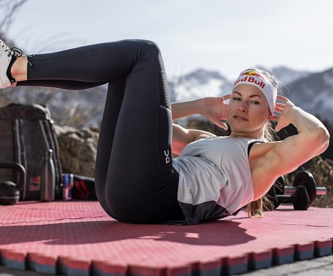 Johanna Holzmann beim Home-Workout.