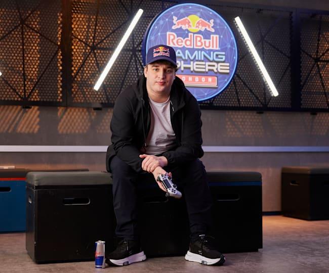 Jukeyz, sentado en la Red Bull Gaming Sphere