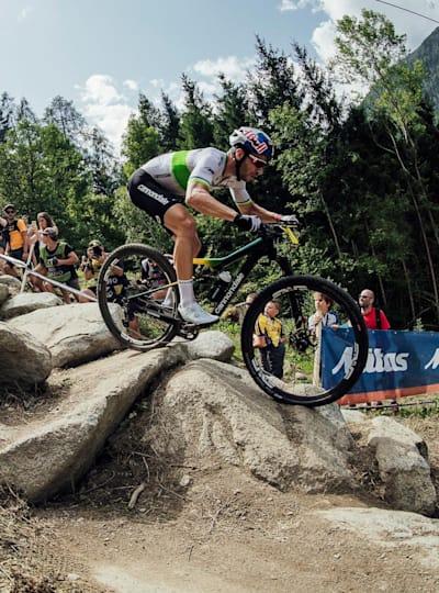 Henrique Avancini sets the pace