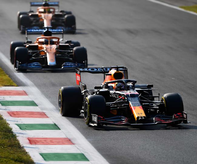 Max Verstappen e le due McLaren in azione a Monza
