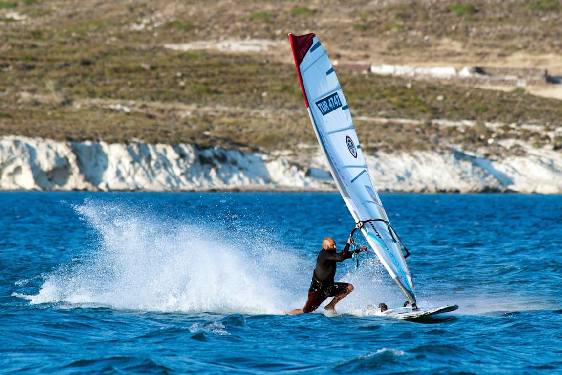 Abdurrahim Korkmaz, Alaçatı sörf plajının açıklarında.