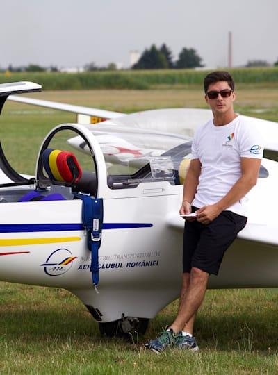 Octav Alexan e campion mondial la acrobație cu planorul, clasa Advanced