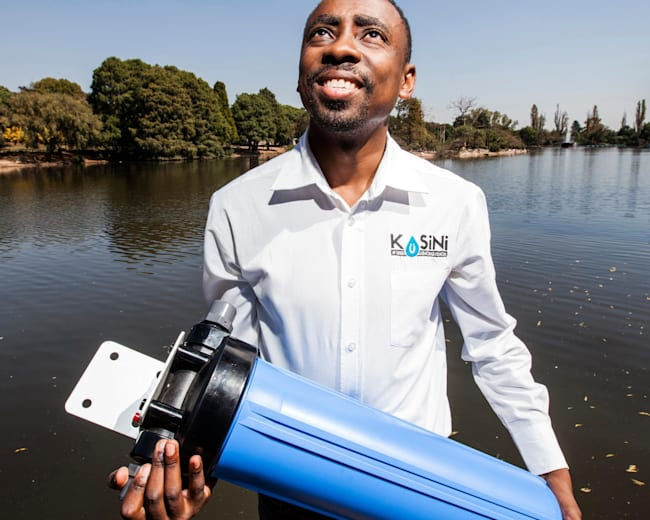 Murendeni Mafumo with his water filtration system