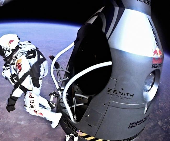 Felix Baumgartner leaves the capsule behind