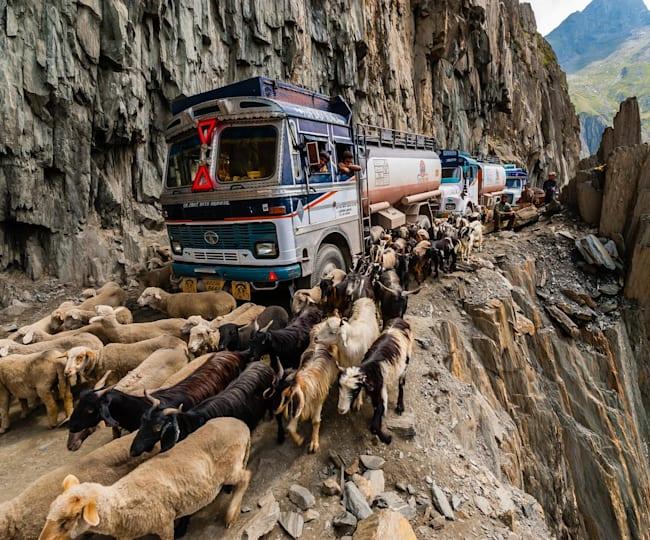 خطرناک ترین جاده های جهان (مستند)