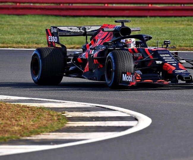 Verstappen in pista a Silverstone con la RB15 per il Filming Day Red Bull