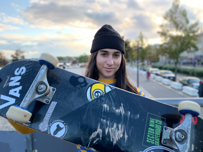 Shani Bru présente sa planche de skateboard ! Vidéo