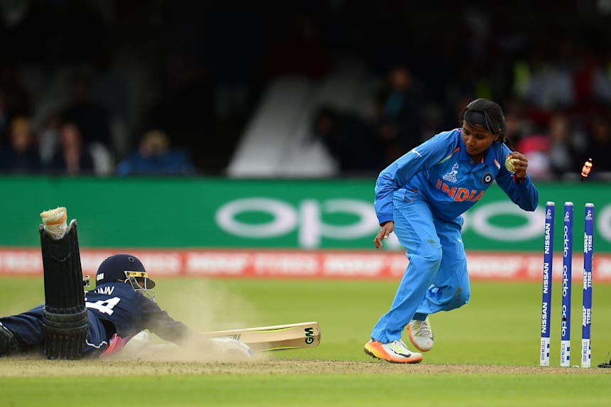 Zings Flashing Cricket Stumps Wickets Base /& Bails