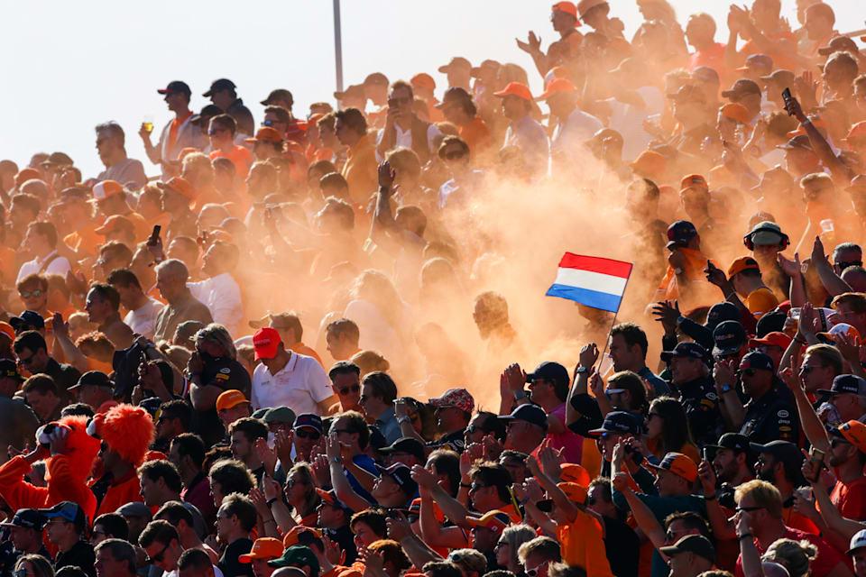 Hollandalı taraftarlar hafta sonu boyunca renkli görüntüler oluşturdular.