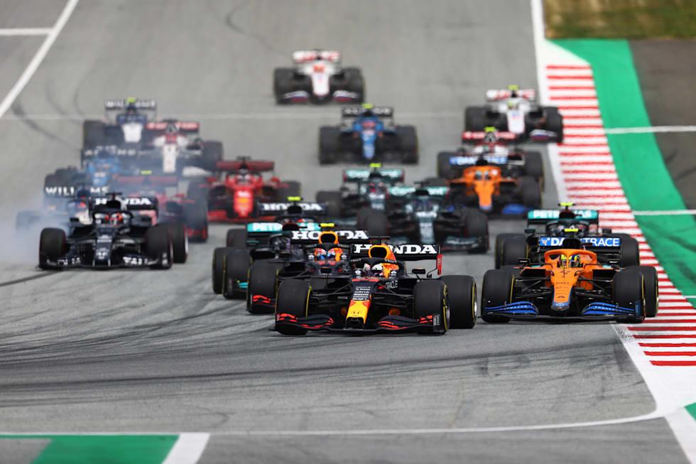 Red Bull Racing sürücüsü Verstappen iyi bir start'ın resmini çiziyor