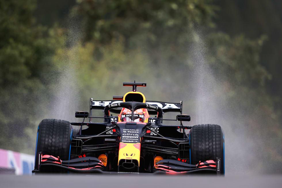 Max Verstappen yağmur çamur demiyor