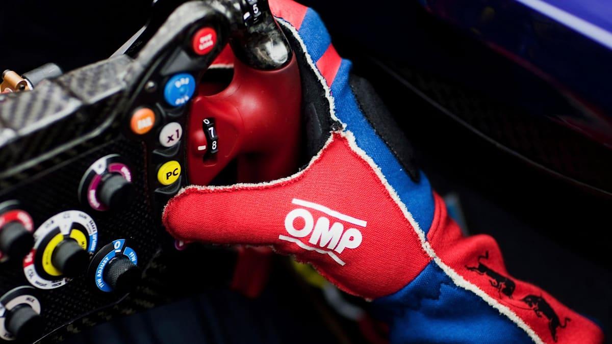 toro-rosso-formula-one-steering-wheel.jp
