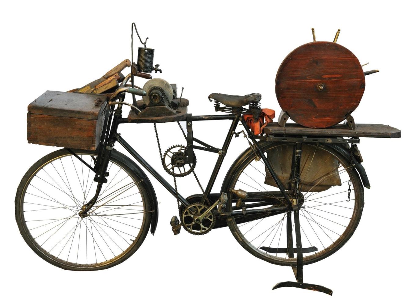 Risultato immagini per affilacoltelli sulla bicicletta