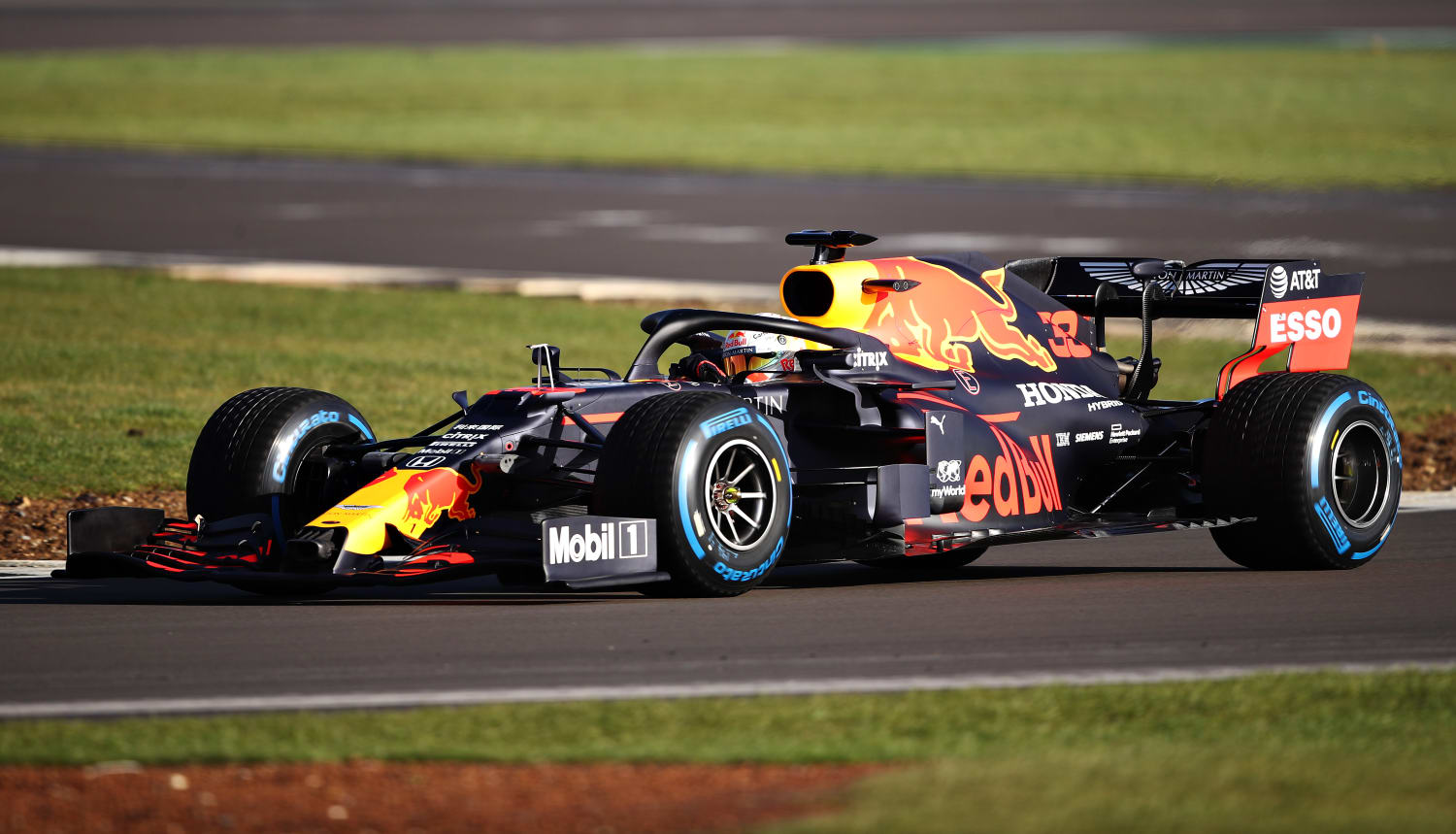 Formula 1 Aston Martin Red Bull Racing Presenta Rb16