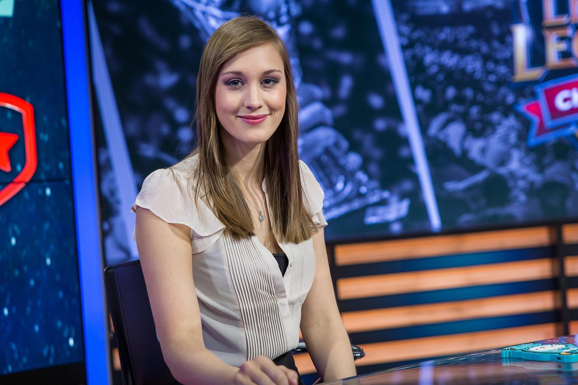 League of Legends-Host Eefje Sjokz Depoortere im Inte